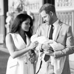 El Príncipe Harry y Meghan Markle renunciaron al título nobiliario de su hijo