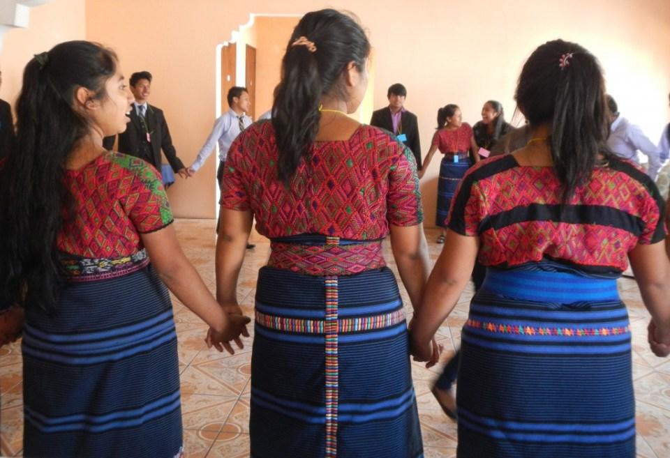 Jóvenes embajadoras participan en otro encuentro de Seres. Foto por: Seres