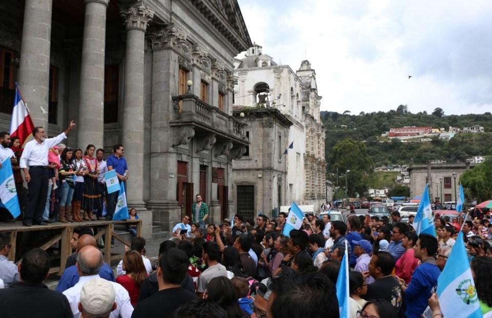 Grijalva agradece la confianza en el Parque Central de Xela. Foto por: Patricia Macías