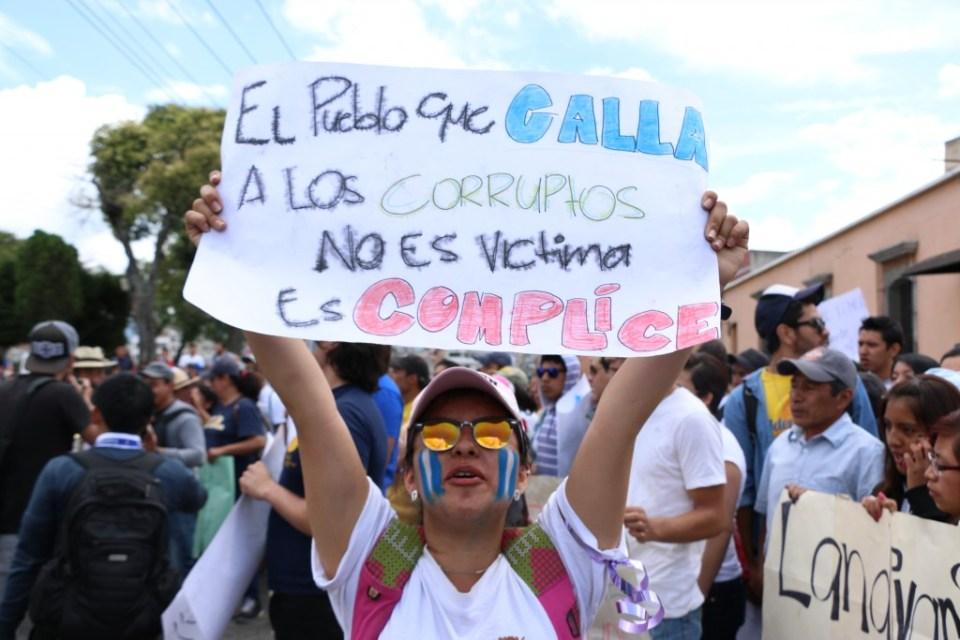 Manifestante contra la corrupción el 27 de agosto de 2015 en Xela. Foto por Patricia Macías