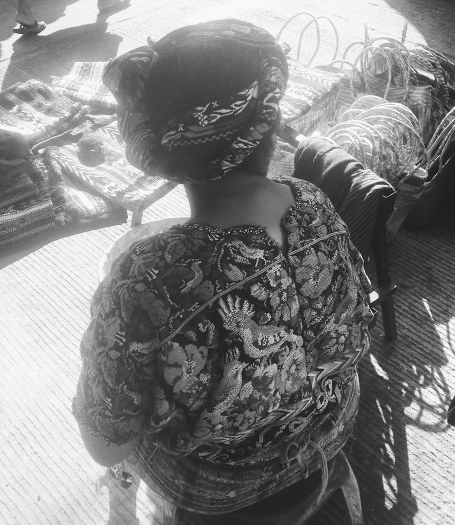 Mujer tejedoras en Concepción Chiquirichapa, Guatemala.