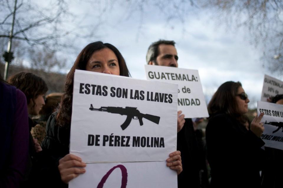 Mercedes Hernandez durante la protesta en Madrid contra Otto Perez Molina. Foto: Gabriel Pecot