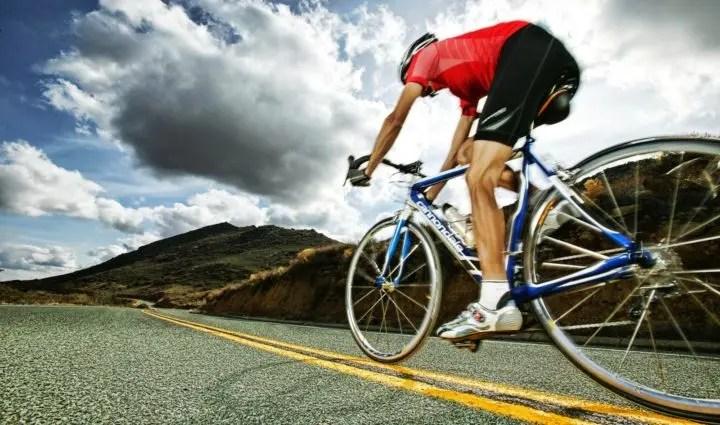 adelgazar montando en bicicleta de montaña