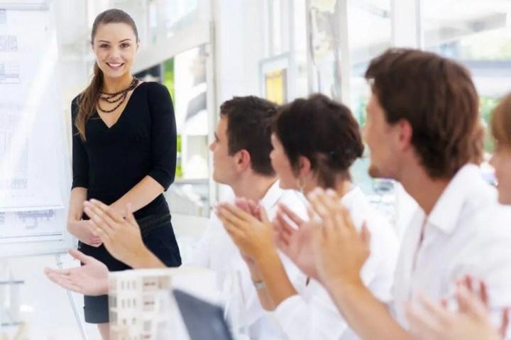 Elogiar a tus compañeros de trabajo