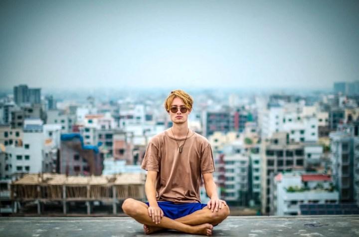 Deshacerse de los pensamientos negativos para vivir el presente
