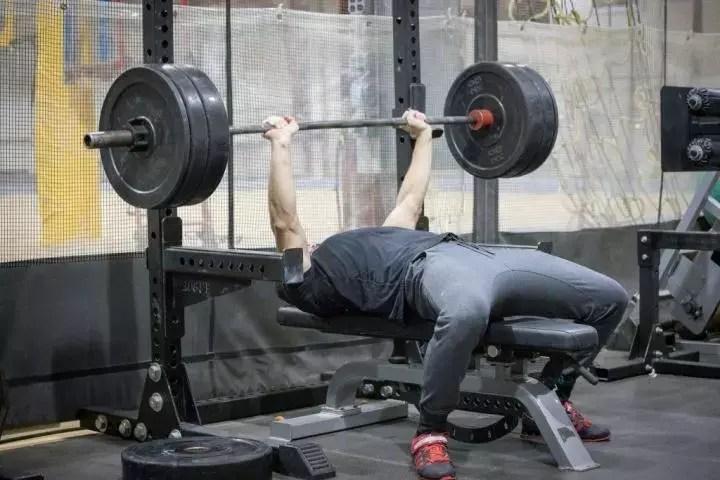 Rutina de fuerza de 4 semanas: desafía a tu cuerpo