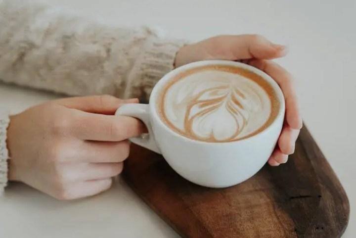 El café puede causar mal olor corporal