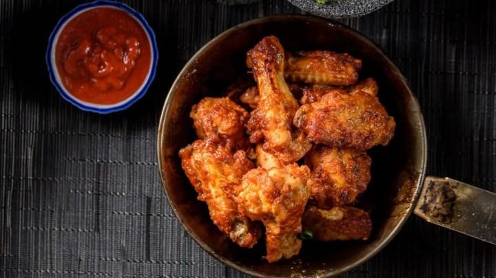 Receta de alitas de pollo al horno con verduras