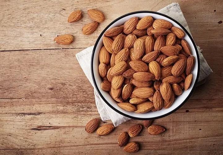 ¿Qué nutrientes incluir en el desayuno?