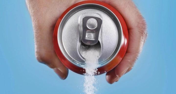 Por qué los adolescentes deben evitar los refrescos