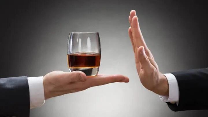 Evitar el consumo de bebidas alcohólicas para adelgazar