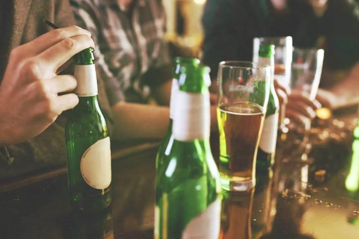 Preguntas que no puedes hacer a un alcohólico