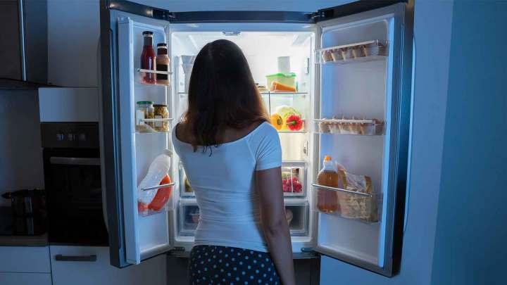 Razones para comer carbohidratos y calorías por la noche