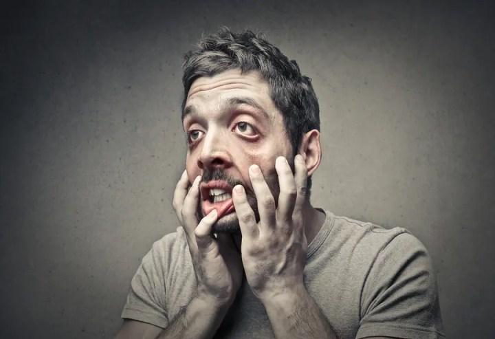 Estar nervioso cerca de las personas indica que te infravaloras