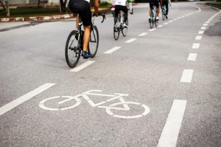 Tener cuidado con otros ciclistas en el carril bici