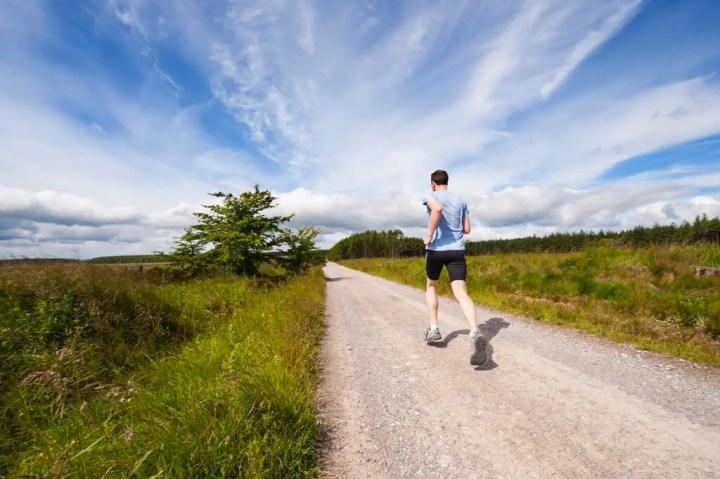 Los sprints en colinas te hacen un runner más rápido