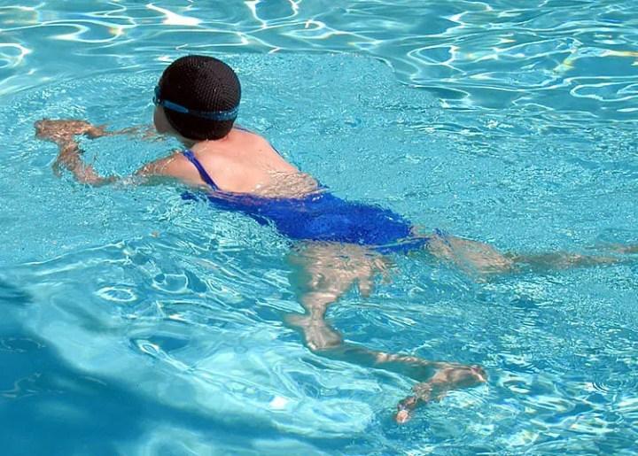 El mejor estilo de natación para principiantes
