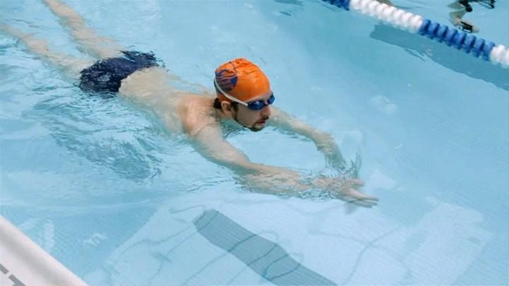 Beneficios de nadar al estilo perrito