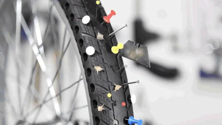 Cómo arreglar un neumático de bicicleta averiado
