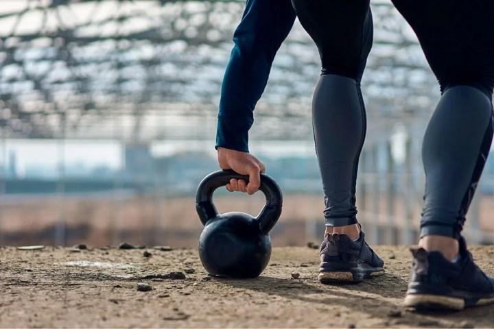 Ejercicios con kettlebell mejores que las máquinas de gimnasio