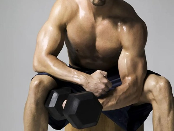 ¿Las repeticiones rápidas de curl de bíceps dan resultado?