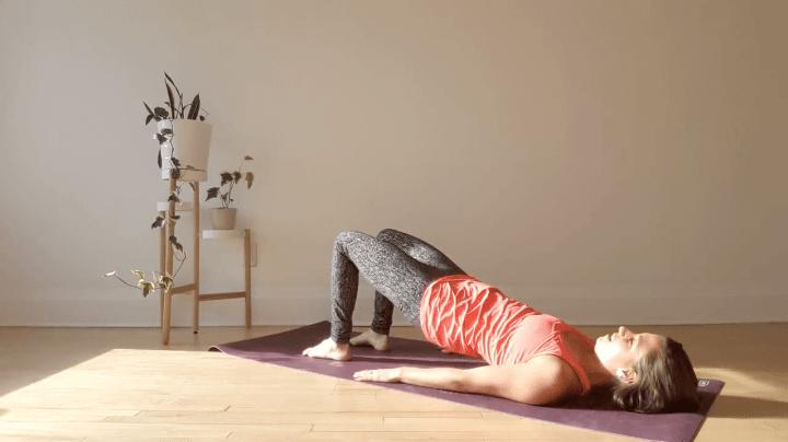 Ejercicio del puente de Pilates para fortalecer las piernas