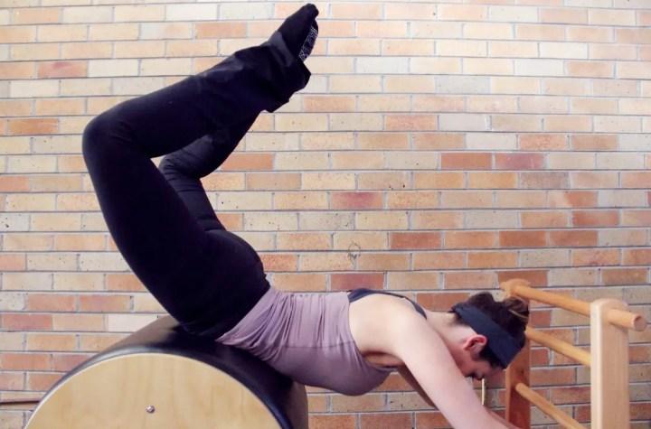 Ejercicio del Saltamontes para Pilates