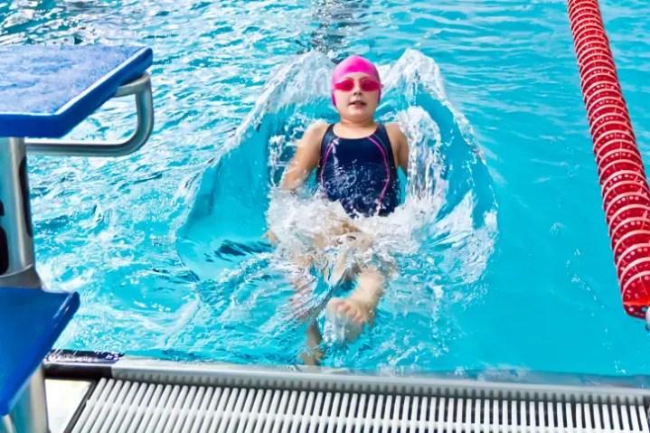 La natación proporciona seguridad a los niños