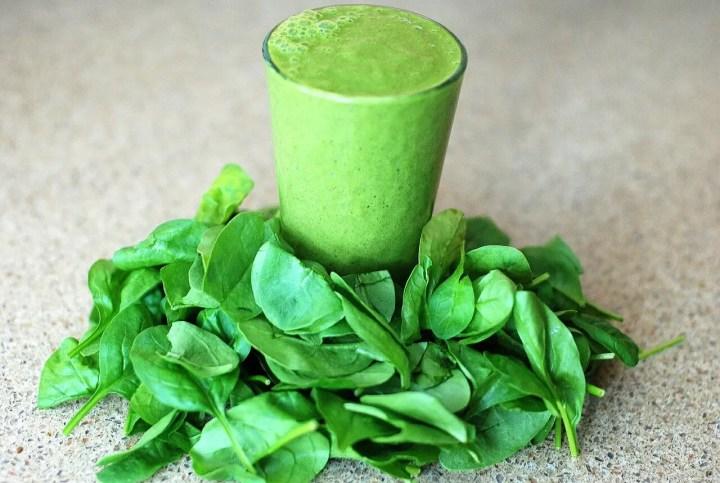 Cómo preparar el zumo verde de la dieta Sirtfood