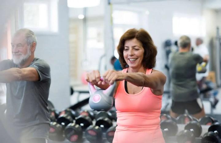 El mejor entrenamiento de pesas para personas mayores