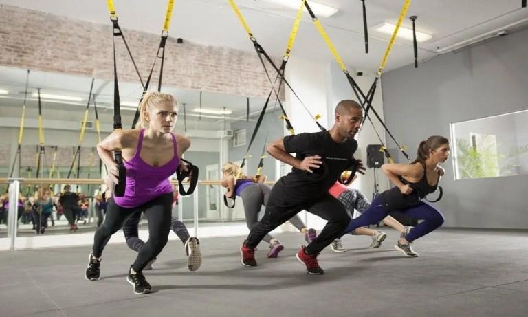 iniciación en entrenamiento en suspensión o TRX ejercicio de carrera resistida
