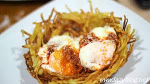 Huevos en nido dorado