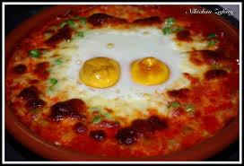 Huevos al plato, estilo Souffle, con Queso rallado y Jamón
