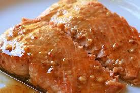 Lomos de salmón con salsa de pimientos