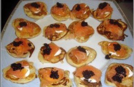 Blinis con salmón y crema de queso