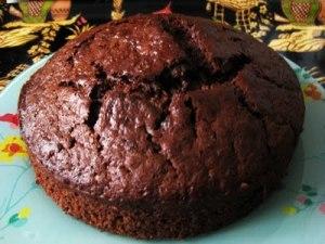 Pastel frio de chocolate y frutos secos