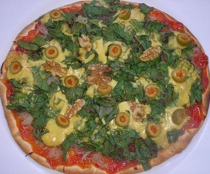 Pizza de espinacas con salmón