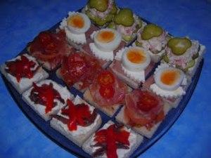 canapes de queso y anchoas