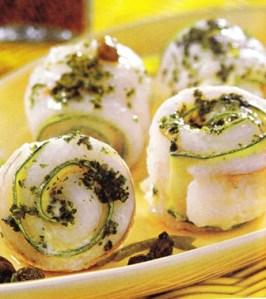 Rollitos de lenguado y zucchini con salsa de alcaparras