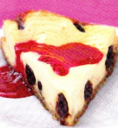 Pastel de queso con guindas
