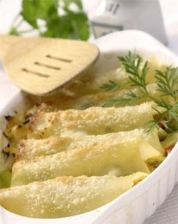 Judías verdes y ajetes en canelón de queso