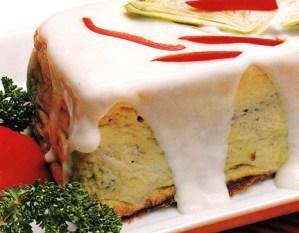 Pudding de alcachofas con salsa blanca