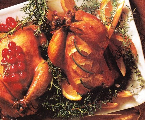 Pollo con frutos del bosque