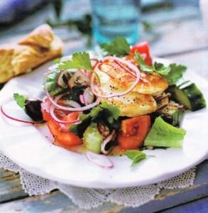 Ensalada griega con pescado