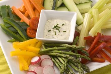 Crudités de verdura con salsa de quesos