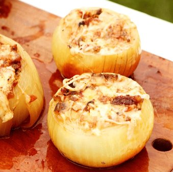 Cebollas rellenas de requesón y jamón