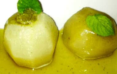 Peras al vapor con granizado de hierbabuena