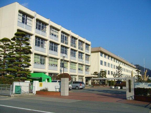 Escuela-Kamigori-High