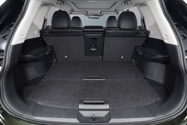 Nissan X-Trail VI 900x600@1x