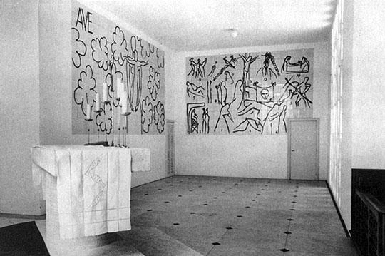 Murales del Viacrucis y de la Virgen con el niño.